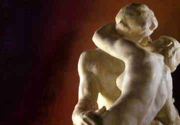 Скульптура Огюста Родена «Поцелуй»
