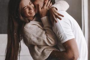 Забавный поцелуй