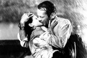 Поцелуй из фильма «Цвет ночи»