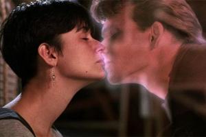 Поцелуй из фильма «Привидение»