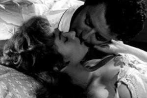 Поцелуй из фильма «Чужие жены»