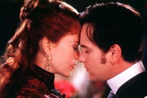 Поцелуй из фильма «Мулен Руж»