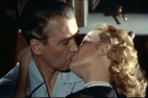 Поцелуй из фильма «Окно во двор»