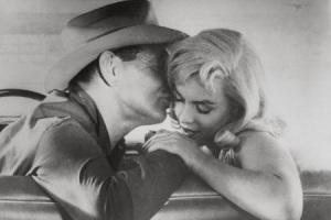 Поцелуй из фильма «Неприкаянные»