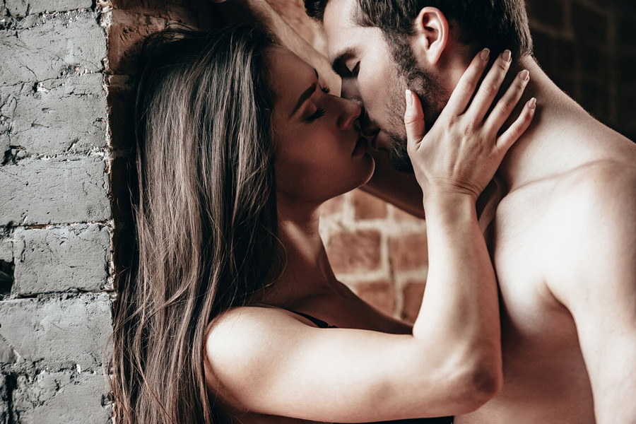 Прикольные факты о поцелуе